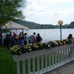 la terrazza  del risporante sul lago