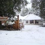 Nevando. Vista de la entrada principal