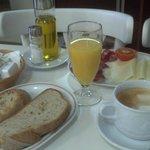 Completo desayuno (aún falta el queique que pusieron después)