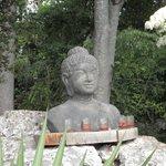 Buddha dans le jardin de villa Hugon