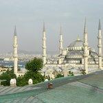 Blick aus der Sultanahmed Suite auf Blaue Moschee