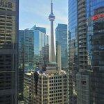 Vue sur la CN Tower depuis la chambre au 17ème étage