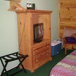 Single queen cabin-style entertainment/closet/ dining area (Room 19)