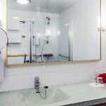 Superior Room King Bathroom