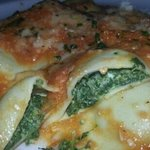 ravioli spinach with fresh tomato sauce