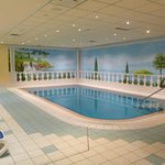 zum Spabereich gehören Sauna und Indoor-Pool