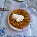 fiori di zucca ripieni di riso ed erbette con formaggio spalmabile (variante dei doulmadakia)