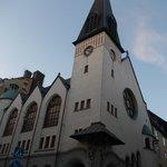 2Kronor ore 21,45 luce naturale a maggio (Chiesa St Peter davanti al 2Kronor)