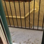 Il balcone poco pulito