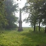 öffentlicher Park mit Obelisk