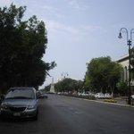 Proyección de la avenida en que se encuentra el hotel.