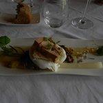 oeuf poché, foie gras au homard, caramel ...