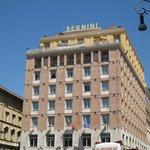 Facade de l'hotel sur la place Barberini