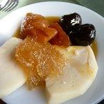 frutos almibar con queso de cabra
