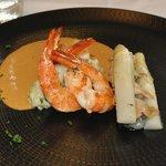 Crevettes Obsiblue poêlées, carpaccio de foie gras d'oie
