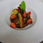 Tataki de thon aux pêches et fraises