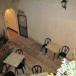 cortile interno,adiacente l'ingresso del ristorante