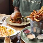 Burger, mac and chees and duck oil fries