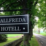 Hallfreda Hotell - The sign