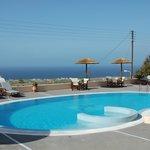 vue de la piscine vers la mer
