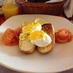 'salmon eggs benedict'