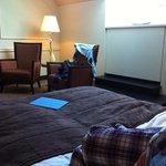 Letto e zona divanetti