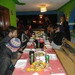 cenas con los chicos del hostel