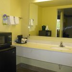 Waschbecken im Zimmer, Mikrowelle & Kühlschrank vorhanden
