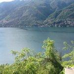 Vista desde el camino que va de Como a Bellagio bordeando el lago
