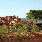 Le village de Roussillon à proximité