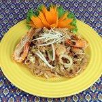 Pad Thai -Massa salteada com galinha/mariscos e amendoim