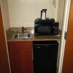 Ref, microwave, sink.