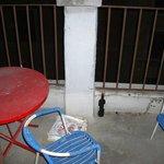 Balkon - hier noch die Überreste der Vormieter
