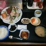 Menu típico: sopa, huevo, sashimi, arroz, encurtidos, algas, daikon...1500 yenes