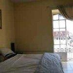 kingsize bedroom.