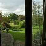 Blick vom Esszimmer in den Garten