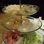 fancy way to present hot pot food but very poor quality food and very slimey