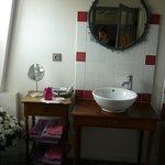 Salle de bain de la chambre 'Cerisier'