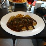 Sirloin steak with mushrooms and red wine jus
