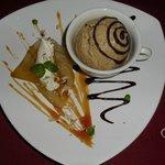 Helado de cafe con pera en almibar