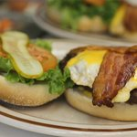 Bacon cheddar burger with an egg (for an extra kick)