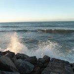 Praia de Iparana que fica em frente ao SESC. Não é apropriada para banho, mas a vista é linda!