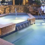 Stunning Hot Tub and pool !!