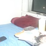 Eins der zwei Betten im Zimmer