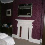front kingsize bedroom..