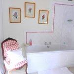 spacious ensuite -pink room