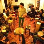 actividad del hostal, clases de tambores