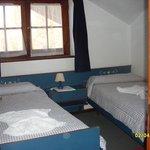 habitación , falta la habitac al lado con otras 2 camas-