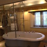 The open plan bath with shower in room 3