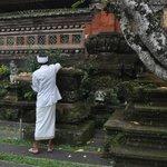 Priest at Pura Taman Kemuda Saraswati, Ubud